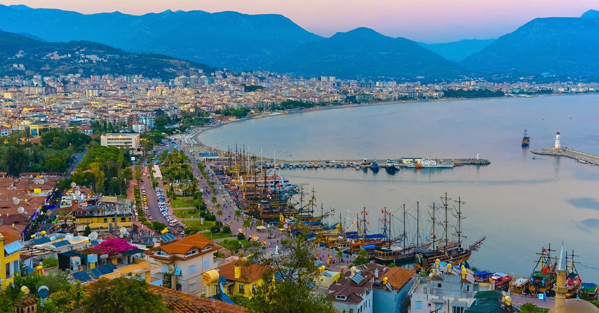 Akdeniz Kıyılarında Tekne Turu ve Tüplü Dalış Deneyimi Yaşayın