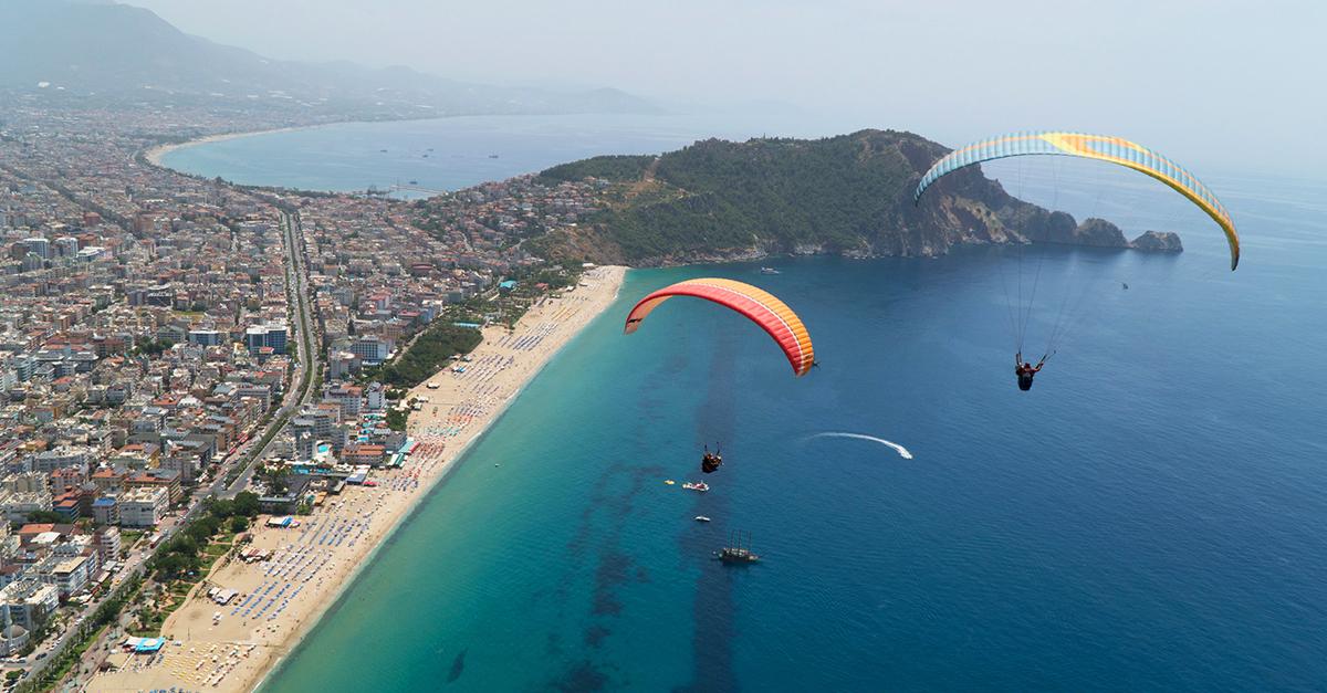 Akdeniz Sahillerinde Yamaç Paraşütünü Deneyin