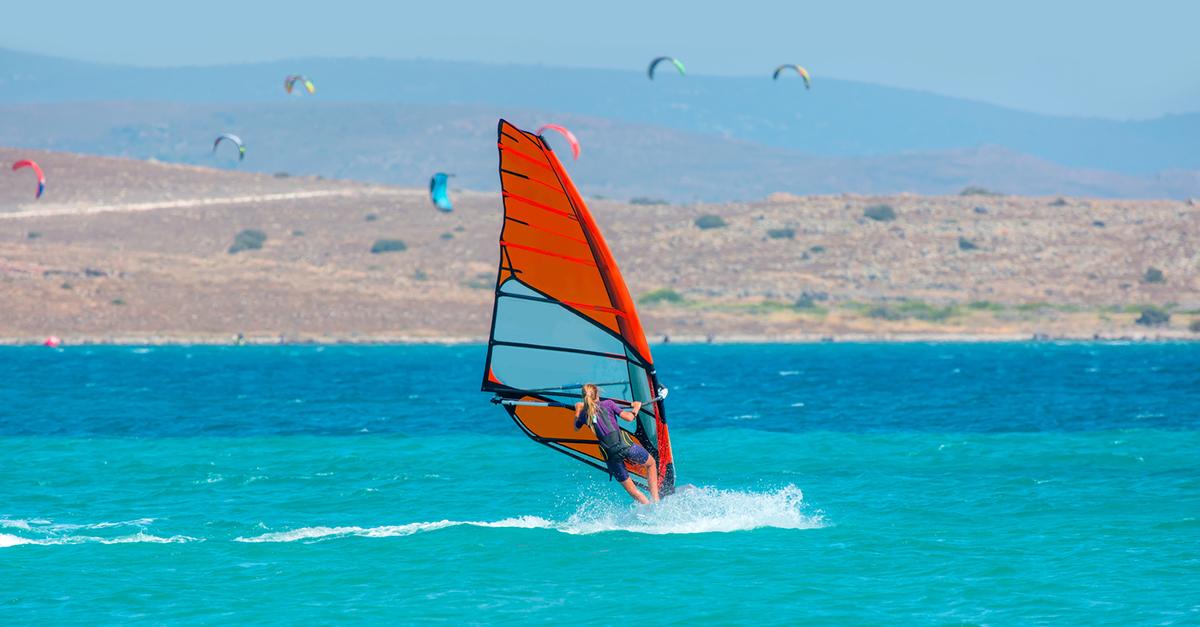 Alaçatı'da Rüzgar Sörfü Yapın