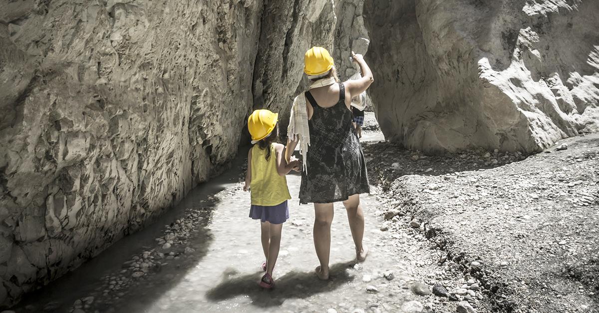Avrupa'nın en büyük kanyonlarından birinde yürüyün