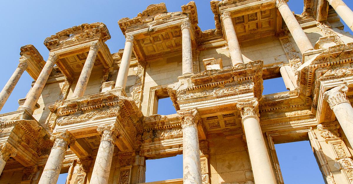 Efes Antik Kenti Kalıntıları Arasında Gezin