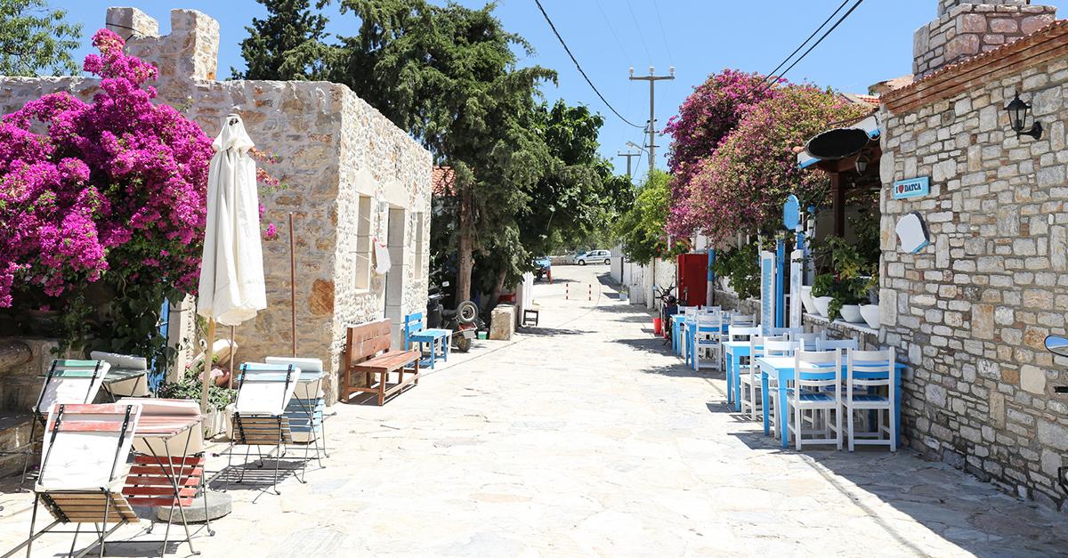 Eski Datça'nın Renkli Sokaklarında Yürüyebilirsiniz