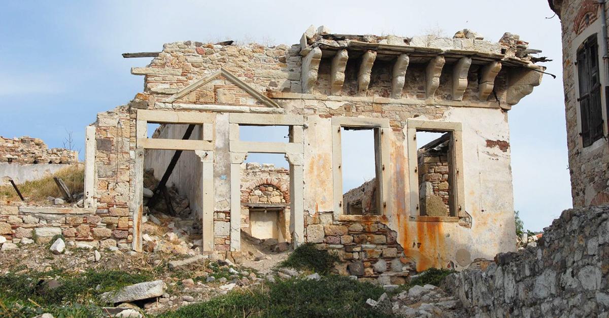 Foça'nın Tapınakları
