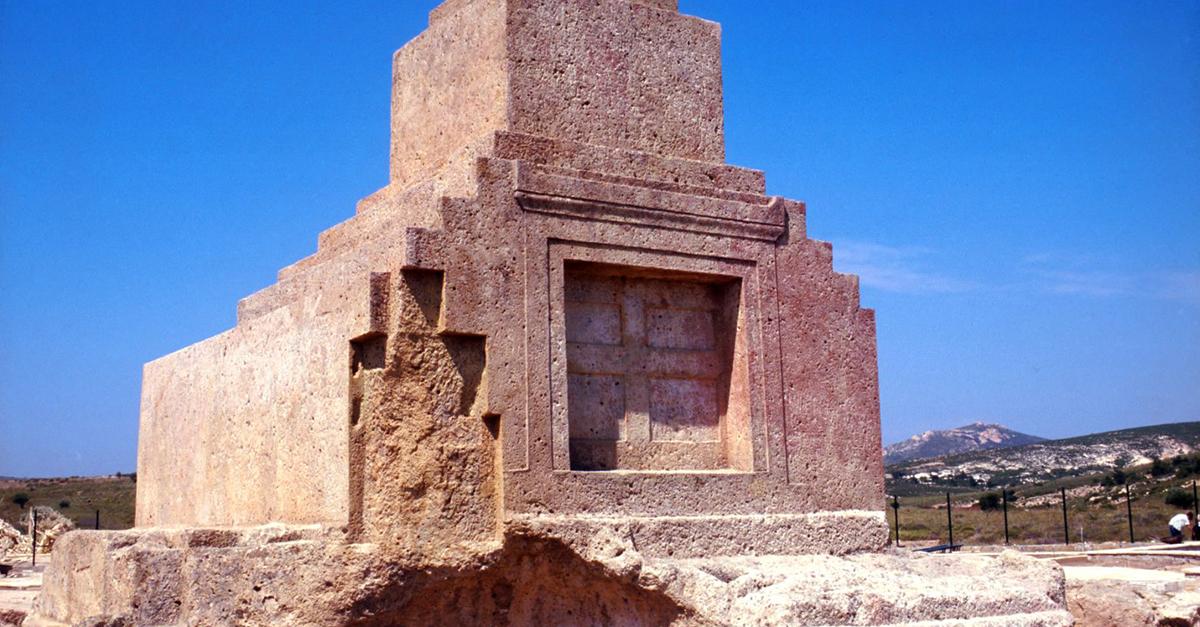 Kral Yolu ve Pers Mezar Anıtı